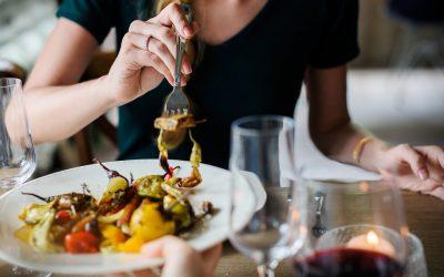 Sådan sparer du penge på mad som studerende